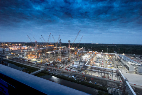 Night view of Chevron Phillips Chemical Company's U.S. Gulf Coast Petrochemicals Project in Baytown, TX. (Photo: Business Wire)