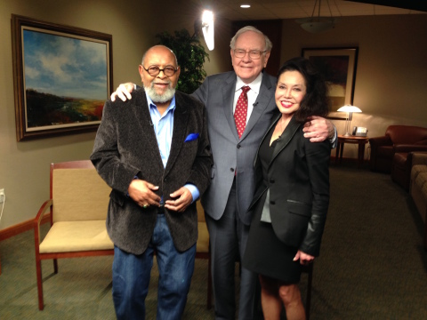 GLIDE co-founder Rev. Cecil Williams, Warren Buffett, GLIDE co-founder Janice Mirikitani (Photo: Business Wire)