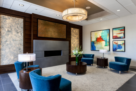 Holiday Inn Chicago North - Evanston - Stunning New Lobby (Photo: Business Wire)