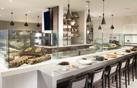 For quick, around-the-clock food options, the café-style unity la market offers guests four distinct stations, including the Illy Café, an upscale grab-and-go station; a freshly prepared salad and sandwich station; and a soup and noodle station — all using regional products and the freshest local ingredients. unity la market is open 24 hours to accommodate travelers' individual schedules. (Photo: Business Wire)