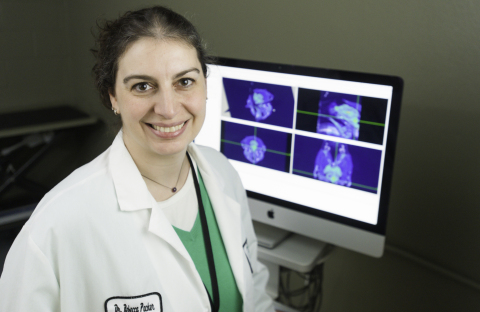 Dr Rebecca Packer, neurologue/neurochirurgienne et professeure adjointe au Flint Animal Cancer Center de l'Université d'Etat du Colorado (Photo : Business Wire)