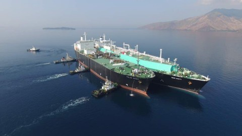 Koch Supply & Trading completes the first of multiple ship-to-ship LNG transfers with private Chinese company JOVO and Malaysian ship owner MISC. (Photo: Business Wire)