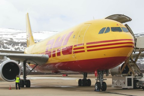 On dedicated weekly flights, DHL transports the fresh seafood to the DHL terminal in Oslo, from where the freight is sent to South Korea and other destinations as the United States. (Photo: Business Wire)