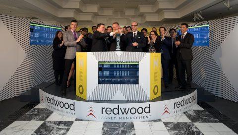 Redwood Asset Management, y compris son président Peter Shippen, au côté d'Erik Sloane, responsable du développement commercial en charge des fonds chez NEO, ouvrent le marché en l'honneur du lancement de deux nouveaux FNB Redwood, qui ont débuté leurs cotations aujourd'hui. (Photo: Business Wire)