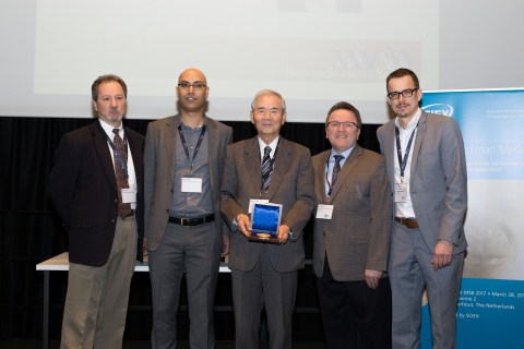 Left to right: Professor James Landers, Chairman MSB Strategic Planning Committee, Dr. Rawi Ramautar, Leiden University, Netherlands,  Dr. Shigeru Terabe – recipient, Jeff Chapman, Senior Director, at SCIEX, Dr. Govert Somsen, Vrije University, Netherlands (Photo: Business Wire)