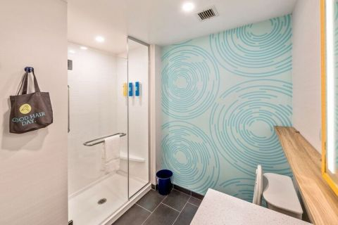 Spacious all-shower bathrooms with an abundance of light and premium bath amenities. (Photo: Business Wire)