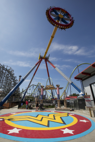Wonder Woman Lasso of Truth takes riders on the ultimate pendulum experience. (Photo: Business Wire)