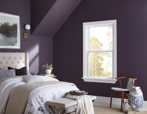JELD-WEN® Premium™ vinyl tilt single-hung and double-hung windows blend contemporary style with modern functionality. (Photo: Business Wire)