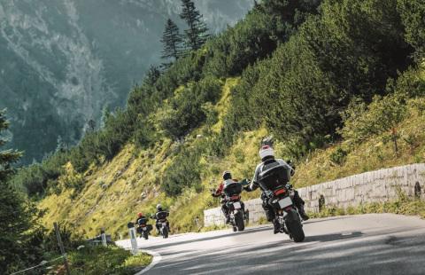 Emprendiendo nuevas aventuras con NeumaticosDeMoto.es, Metzeler y Motorrad & Reisen (Photo: Business Wire)