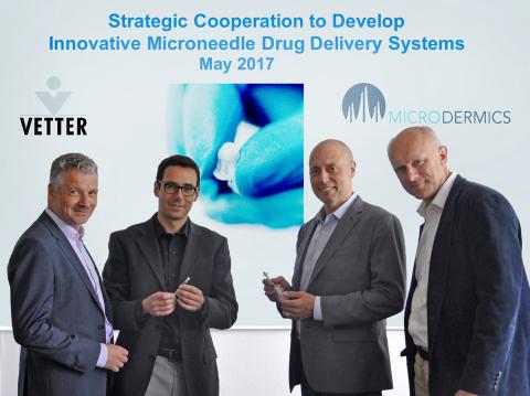 VetterとMicrodermics によるドラッグ・デリバリーにおけるイノベーションに向け提携。写真左から.: Dr. Claus Feussner, Vetter開発センター・シニア・バイス・プ ...