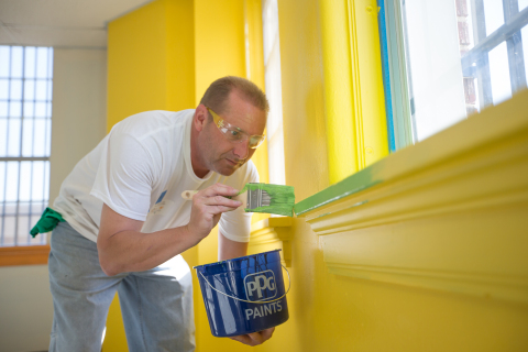More than 30 PPG employee volunteers today completed a Colorful Communities project at State Street Project, a youth empowerment center in Wyandotte County, Kansas. Using PPG Paints products, the project helped brighten and add color to various areas of the building. (Photo: Business Wire)