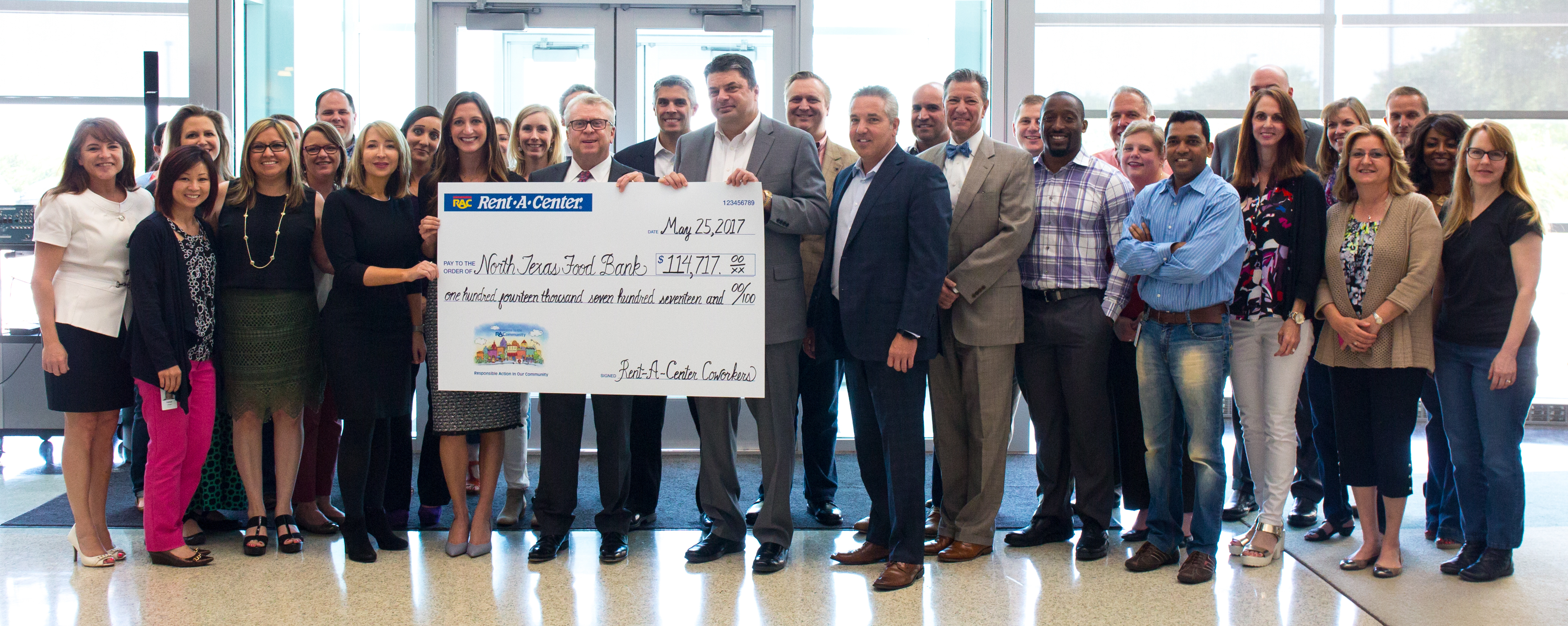 Rent-A-Center Coworkers Donate $114,000 to North Texas Food Bank (Photo: Business Wire)
