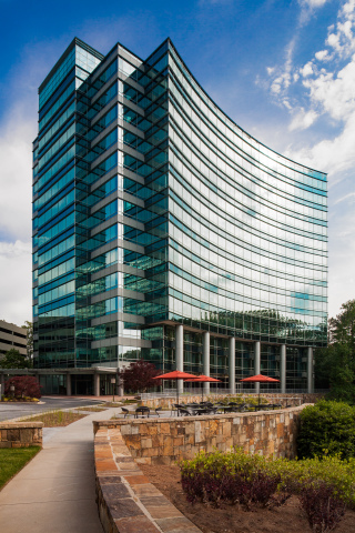 One Glenlake in Atlanta's Central Perimeter submarket is now 100% leased, following an approximately $3M renovation to the lobby and grounds to enhance its amenity package. (Photo: Business Wire)