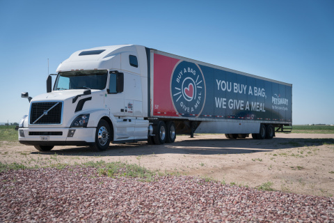 PetSmart has begun to deliver the first of nearly 90 semi-truck loads of donated pet food through its historic Buy a Bag, Give a Meal program, where it is giving a meal to a pet in need for any and every bag of dog or cat food purchased through Dec. 31, 2017 in its more than 1,500 stores and online at PetSmart.com and PetSmart.ca. This semi-truck delivered 250,000 pet meals to a Rescue Bank affiliate facility in Colorado Springs, Colo., where the food will feed hungry pets at rescues and shelters in the local region. Through this historic philanthropic program, PetSmart expects to donate more than 60 million meals to pets in need with semi-truck deliveries of donated pet food throughout 2017 and well into 2018. With PetSmart Charities and its partners Feeding America and Rescue Bank, the much-needed food will land at hundreds of locations across North America, including local shelters and rescues, as well as to food banks and pantries where pet food is a rare offering. (Photo: Business Wire)