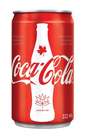 Cet été, les Canadiens auront l'occasion de porter un toast au Canada avec des mini-canettes de 222 ml commémoratives de Coca-Cola bien froid pour souligner notre héritage canadien. (Photo: Business Wire)