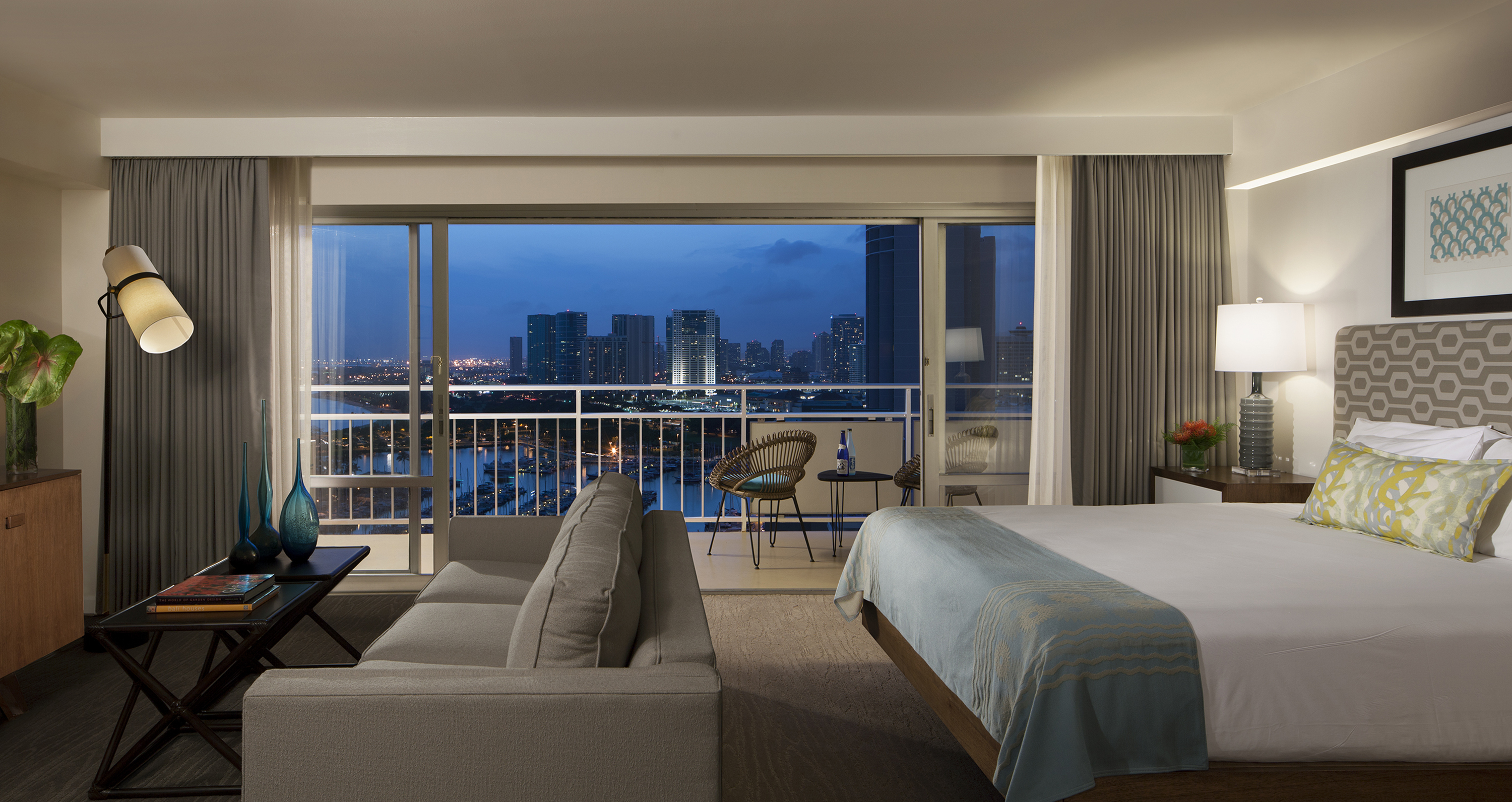 Locals Know This Waikiki Hotel Has the Best Firework Views on the Fourth of July - Ilikai Hotel & Luxury Suites, located at the gateway to Waikiki on Oahu, offers guests some of the island's best Fourth of July fireworks vantage points. (Photo: Business Wire)