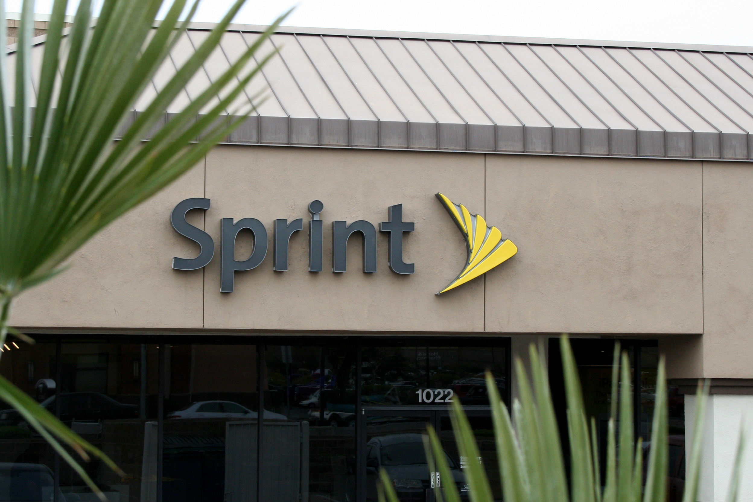 Sprint (NYSE:S) continues to expand its presence and investment in Southern California with plans to add more than 550 new jobs and 78 new retail locations throughout the southland by the end of 2017. (Photo: Business Wire)