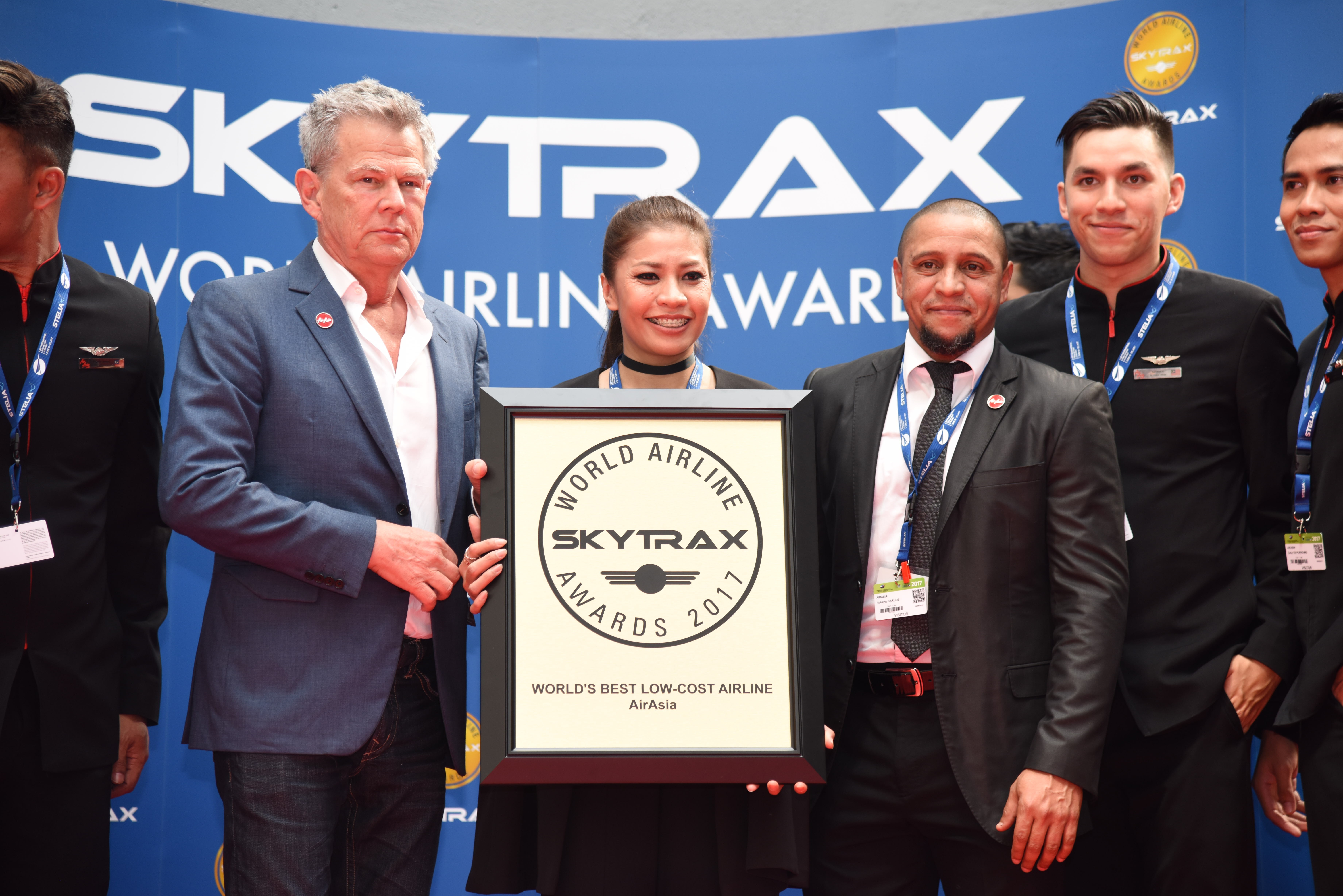 L-R: David Foster, Suhaila Hassan and Roberto Carlos at Skytrax (Photo: Business Wire)