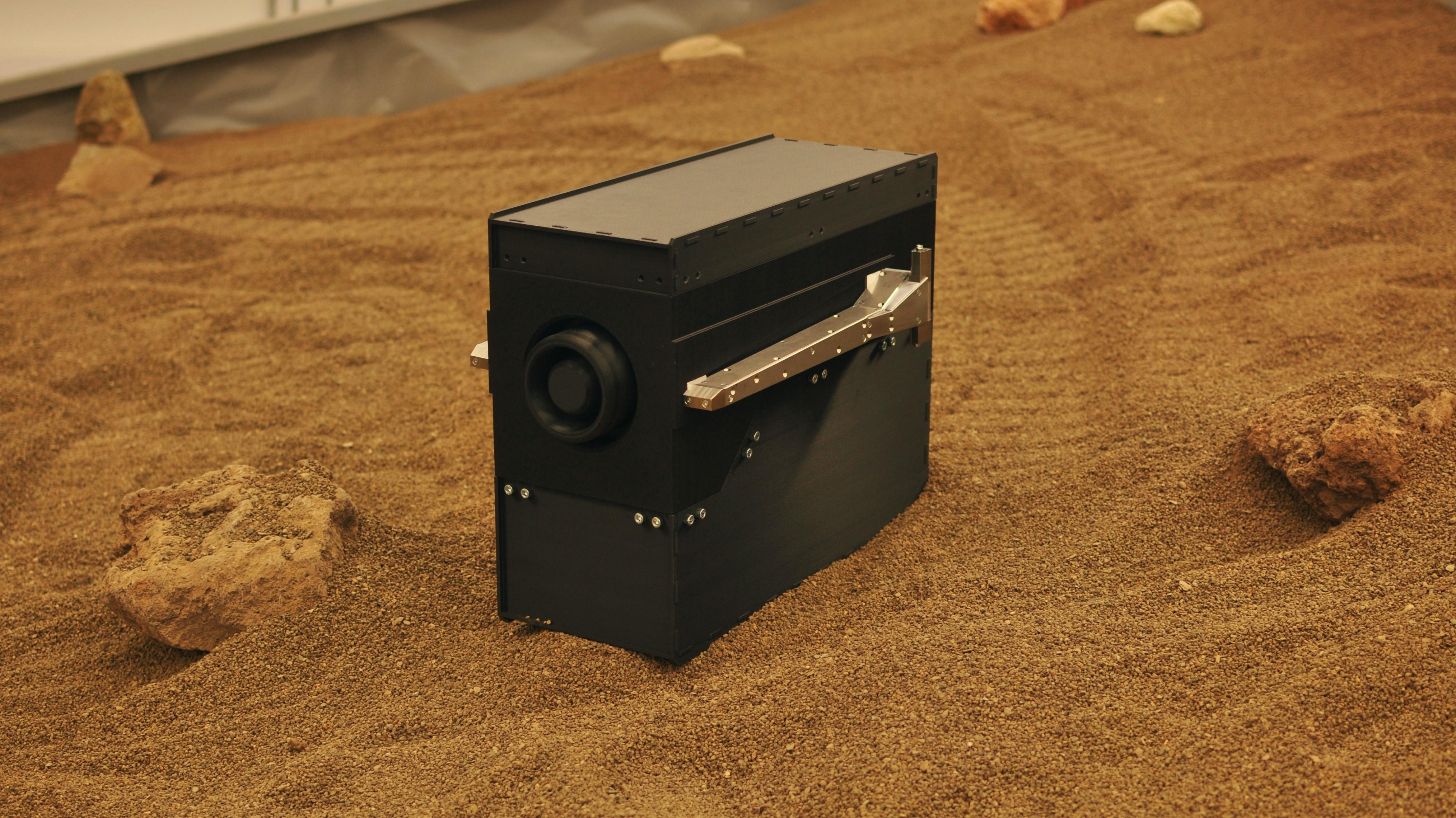 TransRoPorter Box printed on the Stratasys Fortus 900mc 3D Printer (Photo: Business Wire)