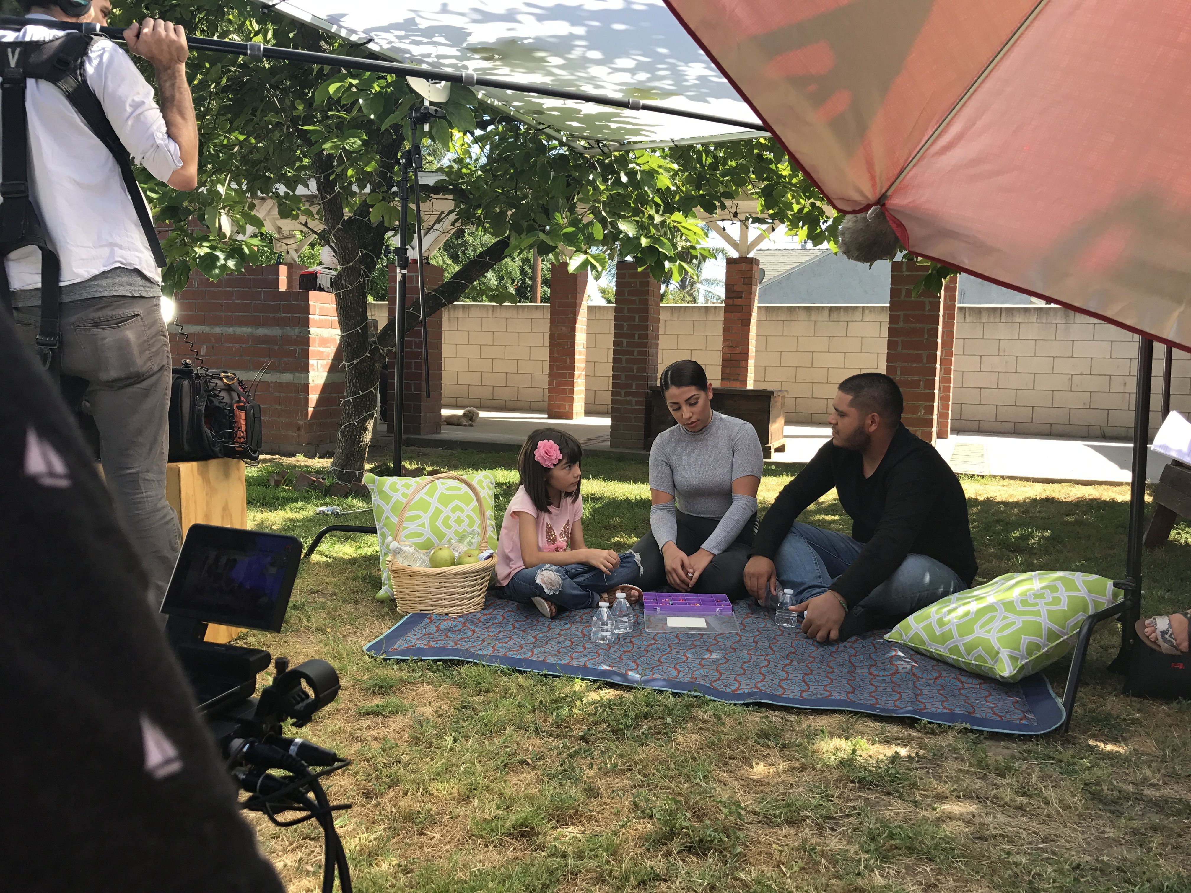 Abriendo Puertas/Opening Doors features family in video to provide advice to parents on bullying and immigration issues. (Photo: Business Wire)