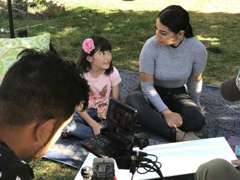 Mother and daughter featured in Abriendo Puertas/Opening Doors video aimed at providing information to parents on bullying and immigration. (Photo: Business Wire)