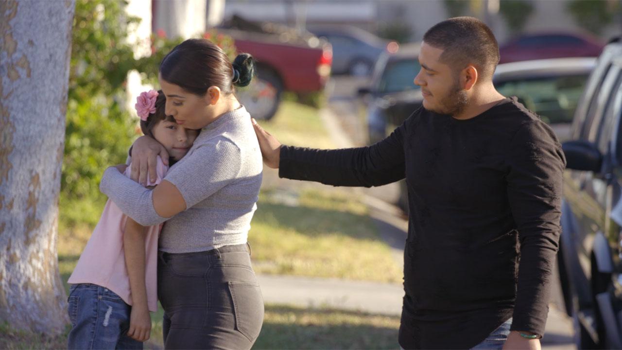 Abriendo Puertas/Opening Doors ofrece apoyo a los padres inmigrantes a través de un video que aborda las preocupaciones originadas por los acosos en la escuela y las políticas inmigratorias en tiempos inciertos.