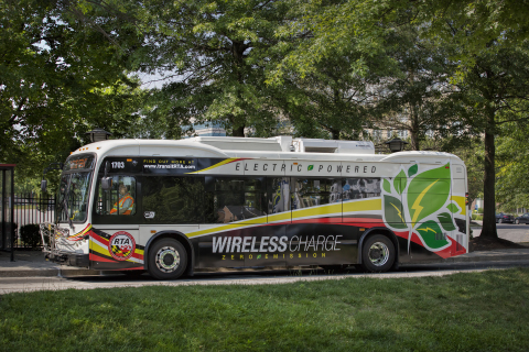 All-electric bus on wireless charging location at The Mall in Columbia (Maryland). (Photo: Business Wire)