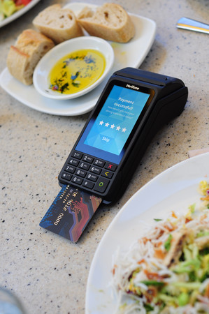 The Portable: Verifone V240m (Photo: Business Wire)