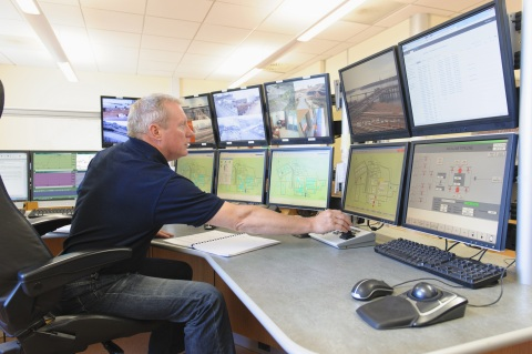 CompuCom's SmartNOC maintains optimum reliability, availability and performance for client networks without the expense of equipping, staffing and maintaining a Network Operations Center. (Photo: Business Wire)