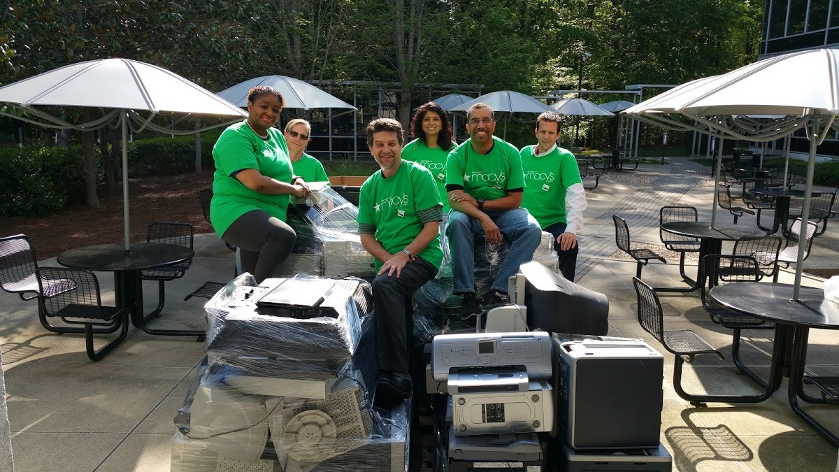 Georgia: Electronics recycling event with Macy's Go Green Employee Resource Group at Macy's Systems and Technology in Johns Creek (Atlanta area), a project for Earth Week 2017. (Photo: Business Wire)