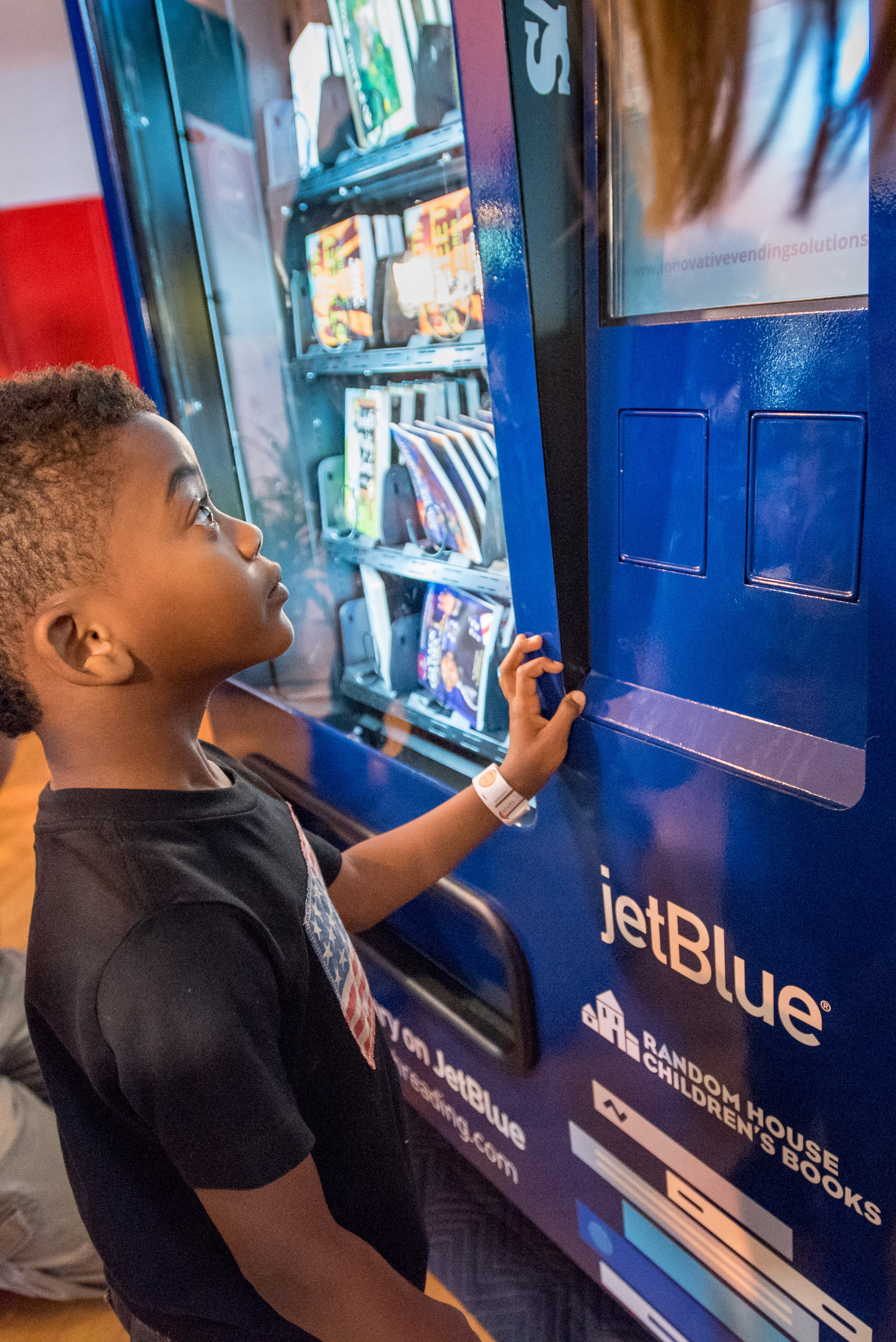 JetBlue's Soar with Reading initiative Llnds in Fort Lauderdale, with JetBlue installing four custom vending machines throughout the city to distribute 100,000 books, free of charge. (Photo: Business Wire)