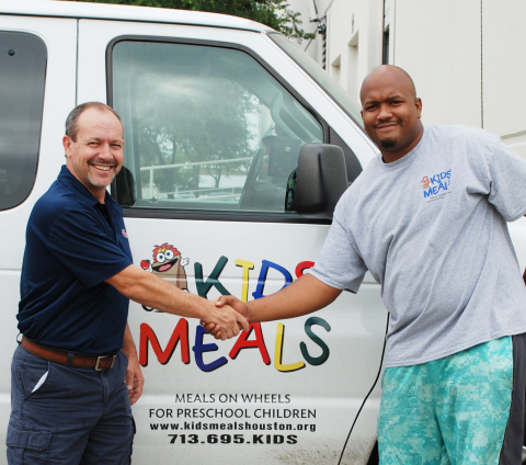 Safety Vision's Mark Kedda (left) with Kids' Meals' Courtney Frank (Photo: Business Wire)