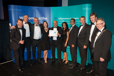 From left: Guest speaker Bill Turner, Jacobs team: David Feighery, John Dixon, Colette Lowe, Vip Gandhi, Dipa Patel, Sanjay Patel and Lain Blackmore, receiving the award from Tarmac Highway Services Director Peter Hyde and CIHT President Steve Rowsell.(Photo: Business Wire)