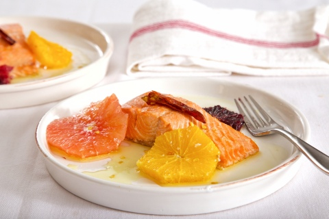 Poached Alaskan Prince William Sound Sockeye Salmon with Citrus. For the recipe, visit https://tinyurl.com/y8vfqmaf. (Photo: Business Wire)