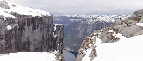 松下現場直播EVOLTA機器人挑戰峽灣垂直攀爬1,000公尺(照片:美國商業資訊)
