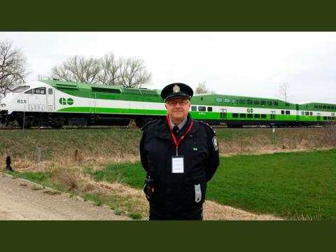 Peter Mohyla de Metrolinx reçoit le Prix Roger Cyr pour sa contribution exceptionnelle à la sécurité ferroviaire (Photo: Business Wire)