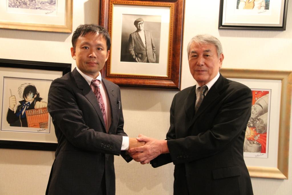 In front of photo of TEZUKA OSAMU, at Tezuka production. left) Konoshita, CEO of Wedge holdings / right) Mr. Matsutani, president of Tezuka production (Photo: Business Wire)