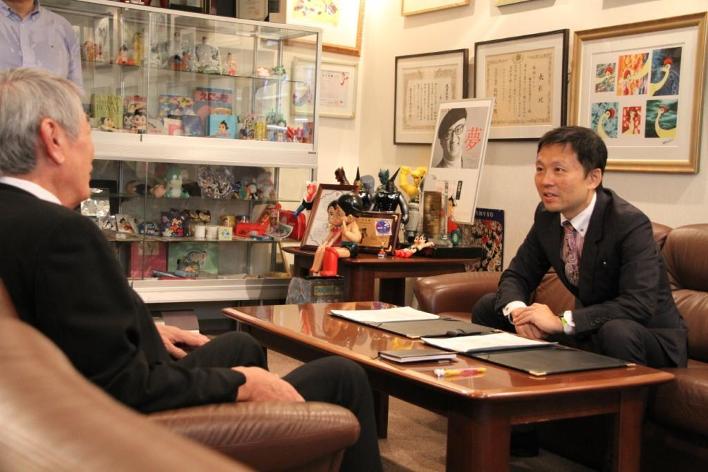 Signing at the office of TEZUKA Production co.,ltd. (Photo: Business Wire)