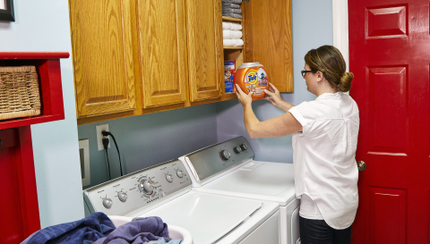 The new Child-Guard™ tub is easy to close, but harder to open so parents and caregivers can both conveniently and safely store the product. (Photo: Business Wire)