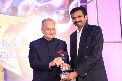 C.H. Robinson罗宾逊全球物流南亚区财务总监Arunprakash Thomas先生代表公司接受年度领军企业大奖(照片:印度美国商会)