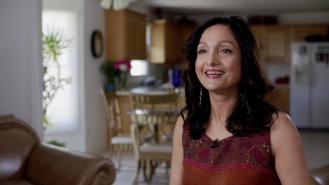 Nalini Tailor, Branch Team Leader in Decatur, Ill., receives Regions Bank's top associate honor for helping survivors of domestic violence learn to fight back. (Photo: Business Wire)