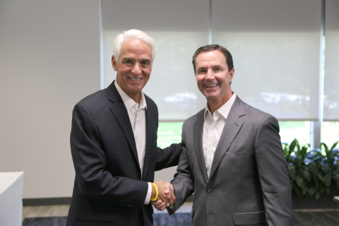 Congressman Charlie Crist (l) meets with Harris Corporation Chairman, President and CEO Bill Brown (r) during a visit to the company's Global Innovation Center in Melbourne, Florida.(Photo: Business Wire)