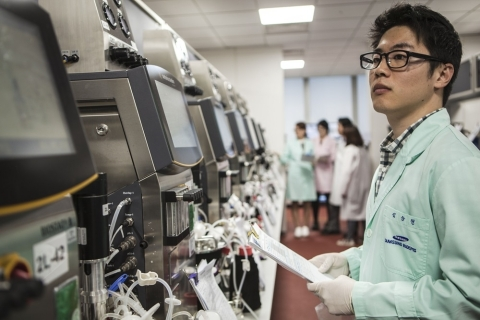 Engineers at the Samsung Bioepis R&D Center. (Photo: Business Wire)
