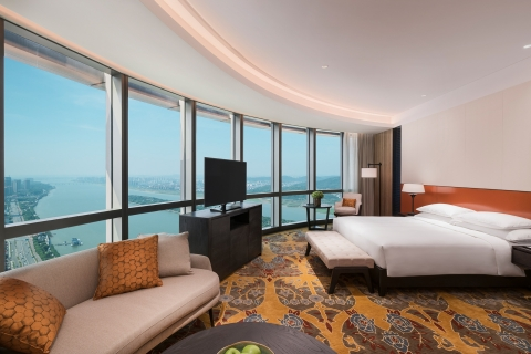 Grand Hyatt Changsha features 354 contemporary guestrooms, including 31 suites, with floor-to-ceiling windows that command breathtaking views of the city or Xiang River. (Photo: Business Wire)
