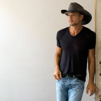 Fitness industry leader, Snap Fitness, has partnered with Tim McGraw, Grammy Award-winning country music icon and acclaimed actor, to create a line of signature fitness clubs. (Photo: Business Wire)