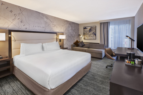 One of the 168 newly upgraded guestrooms at DoubleTree by Hilton McLean Tysons (Photo: Business Wire)