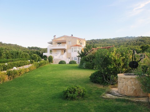 Image of Villa in Aegina (Photo: Business Wire)