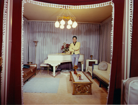 Elvis in the music room at Graceland in 1965 featuring the original white baby grand piano -- one of the most significant pieces of Elvis' musical history -- which will be returning to the Mansion as the finishing touch on a completely restored, 1960s-era music room to be unveiled December 16th as part of Graceland's first-ever holiday concert weekend. (Photo: Business Wire)