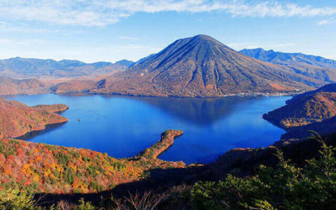 Lake Chuzenji hiking (Photo: Business Wire)