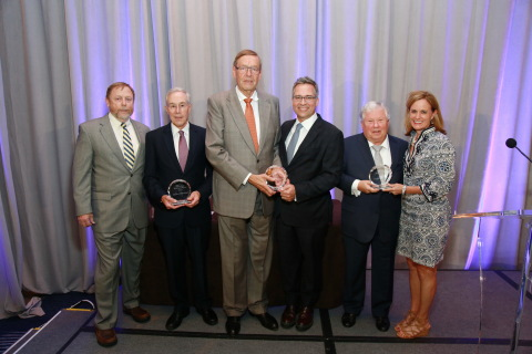 Wireless Hall of Fame Class of 2017 and their presenters. L to R: Thomas Gutierrez, Charles Townsend, Friedhelm Hillebrand, John Lauer, Robert Foosaner, Laura Holloway Carter (Photo: Business Wire)